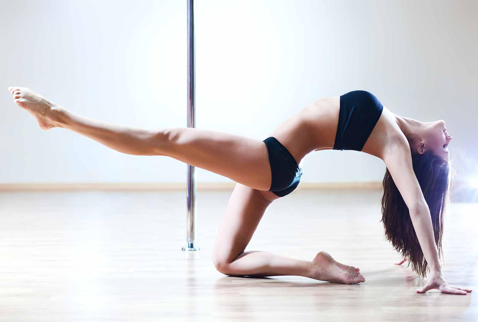 Feel-Fantastic-Hen-Parties-Pole-Fitness